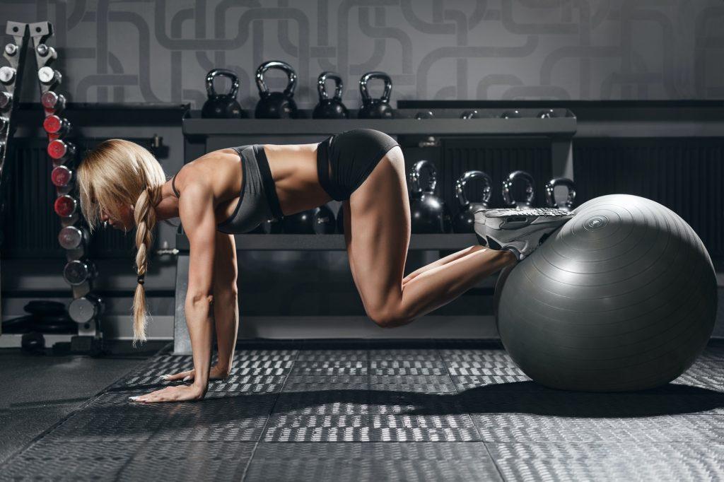 abdominal avançado na bola de pilates
