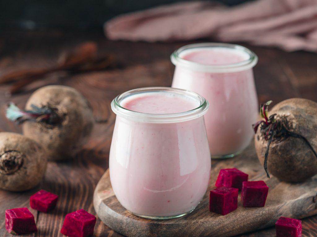 suco rosa de beterraba com iogurte